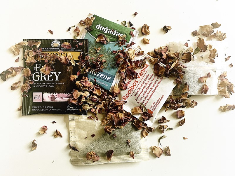 mix of tea bags and leaves