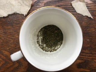 how to read tea leaves